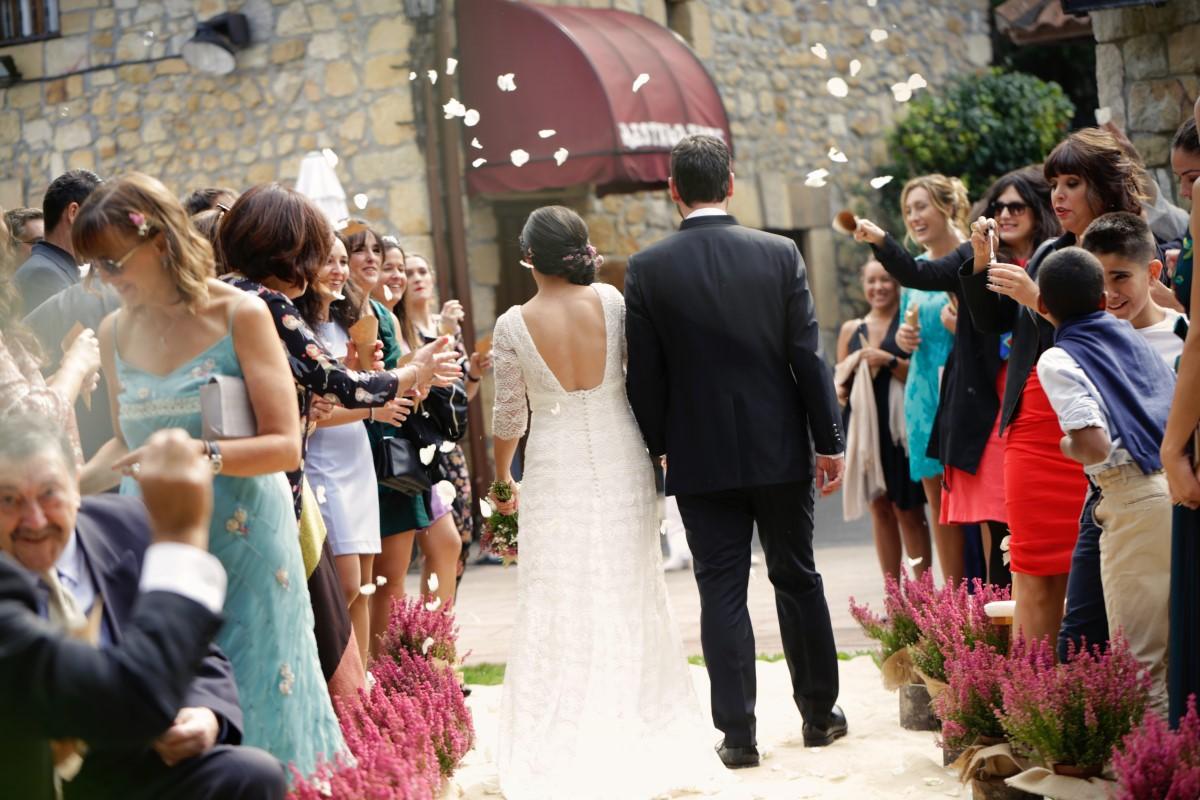 Organización de bodas en Bizkaia pareja novios ceremonia civil