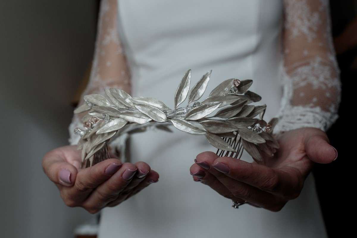 Organización de bodas en Bizkaia novia tocado